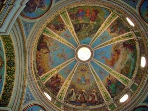 Schöne Kuppelbemalung in der Klosterkirche