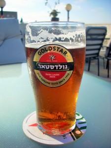 Ein kühler Abschluss des gelungenen Tages - Übrigens ist Alkohol sehr teuer in Israel! Macht nichts, bei der Hitze braucht es nicht viel, um betrunken zu werden. Ich spreche aus Erfahrung. :)